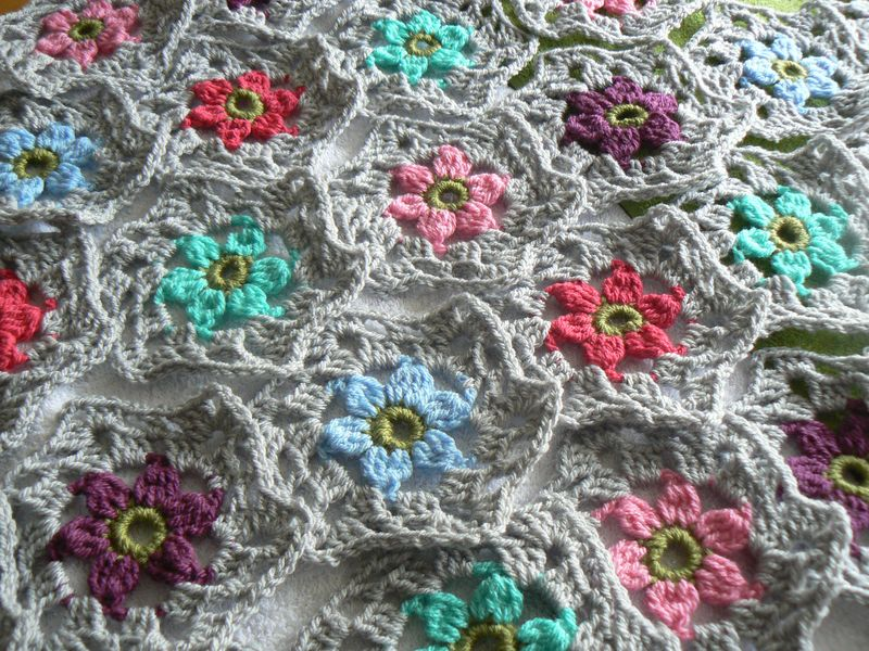 Hexagon flower shawl jan 2015 002